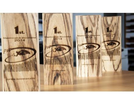 laserové gravírovanie cien do špeciálneho exotického dreva